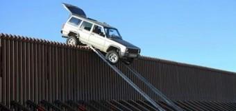 suv_border_fence